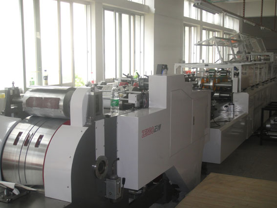 Automatic machine for making paper bags